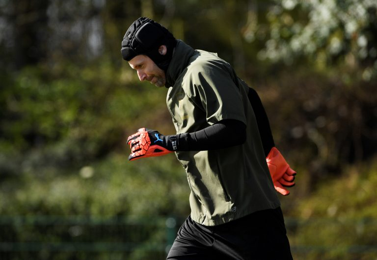Petr Cech video accident and injury – This is why Petr Cech wears headgear!
