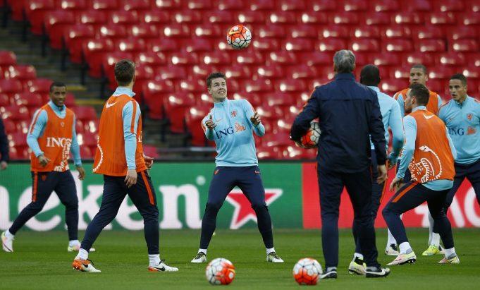 Chelsea wants £10 million for Marco Van Ginkel