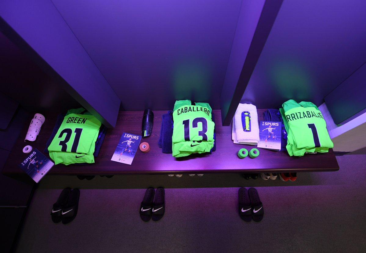 chelsea dressing room kits